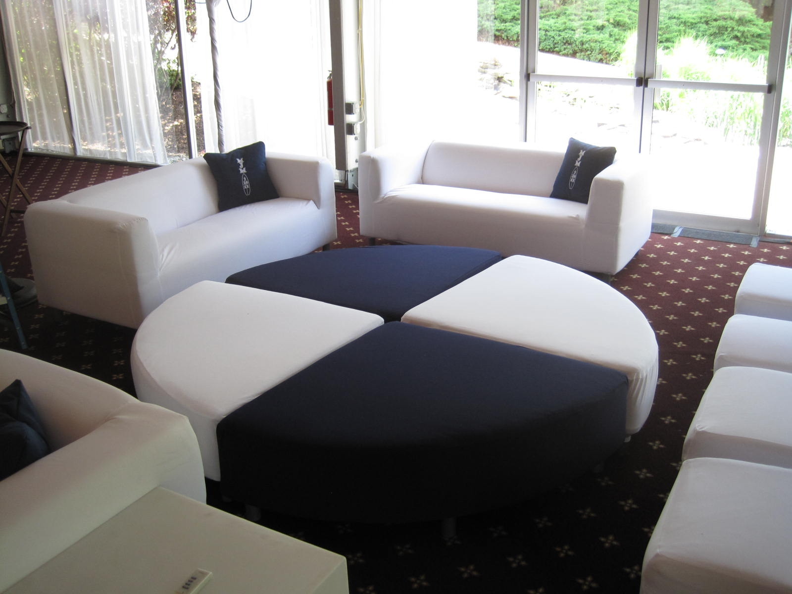 OTTOMAN WITH COUCHES