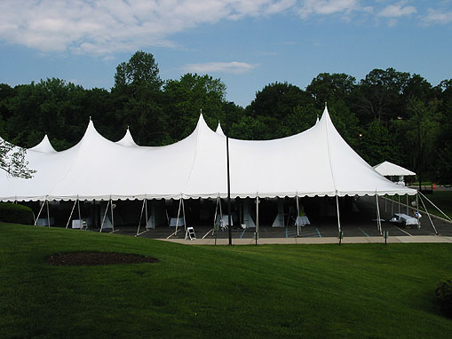 100' wide tent